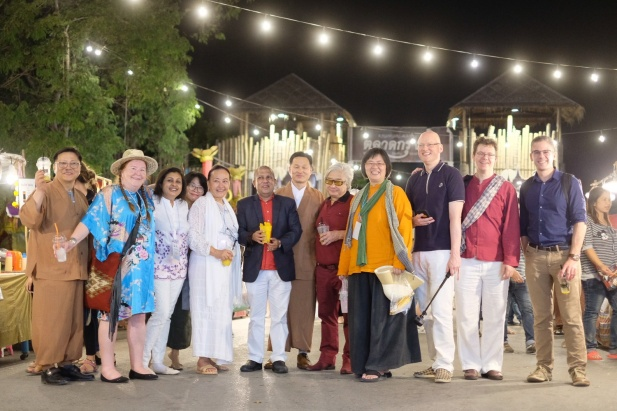 Group Picture at the Ayutthaya Night marker