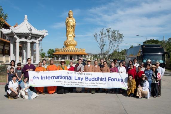 Group photo at the Thai Hua Temple in Bangkok